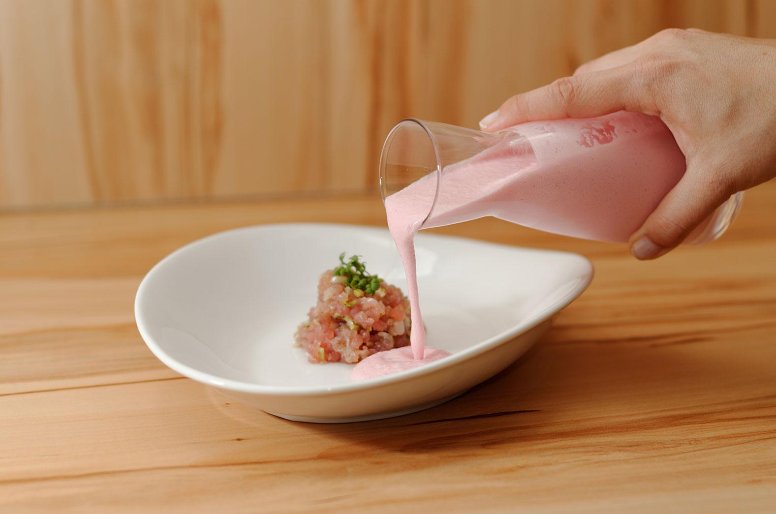 sommermen 2012 suppe geeiste radieschensuppe mit thunfischtatar topf und deckel. Black Bedroom Furniture Sets. Home Design Ideas