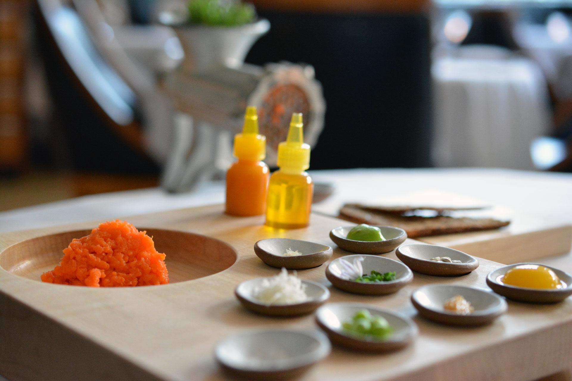 Karotten-Tatar mit Roggenbrot