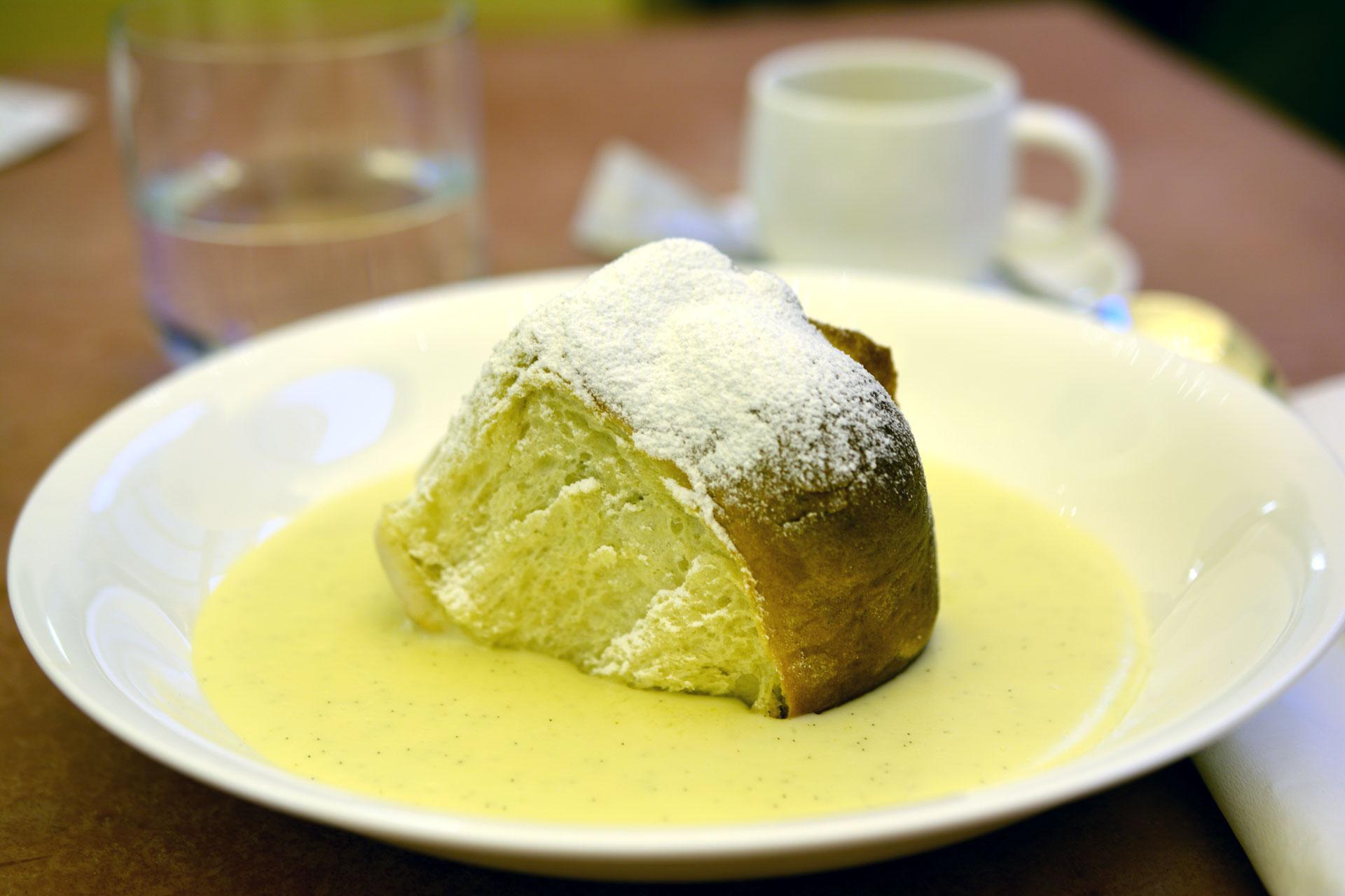 Butter-Powidl-Buchteln mit Violas Vanillesauce