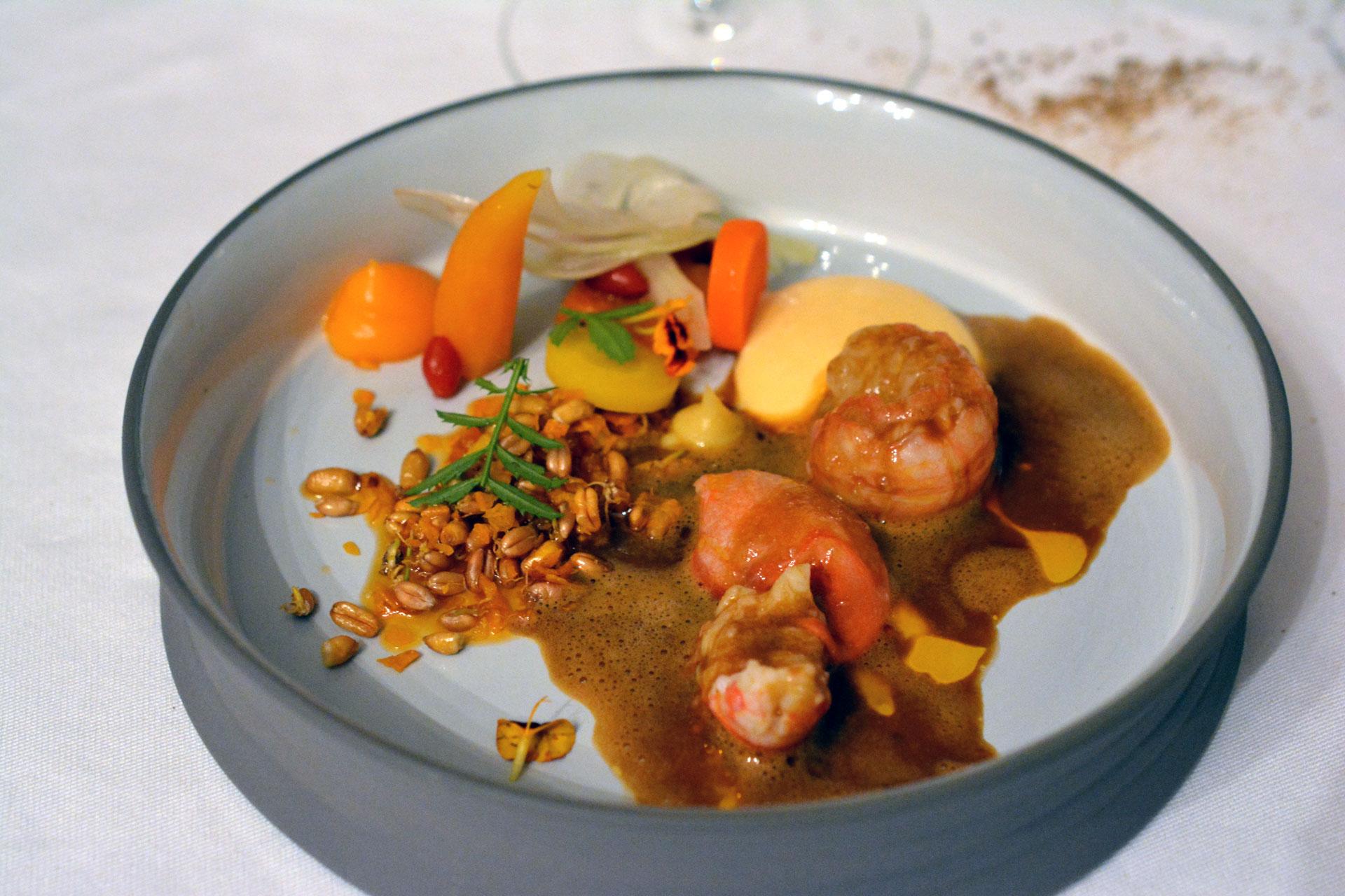 Stegersbacher Flusskrebse: Süßkartoffeln / Fenchel / Karotten / Gerösteter Krebsfond / Weizensprossen / Tagetes