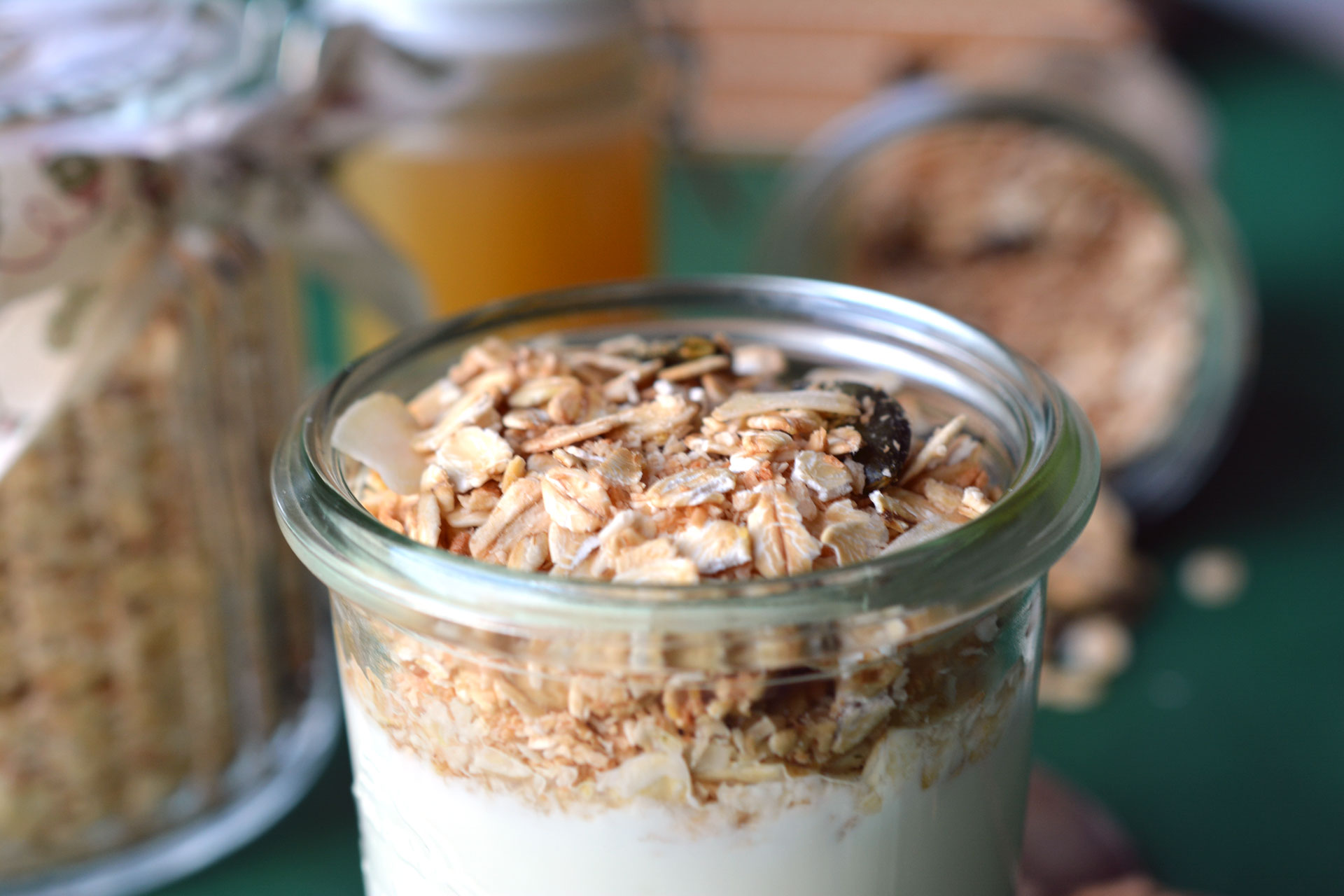 Homemade Granola und Apfel-Kardamom-Marmelade