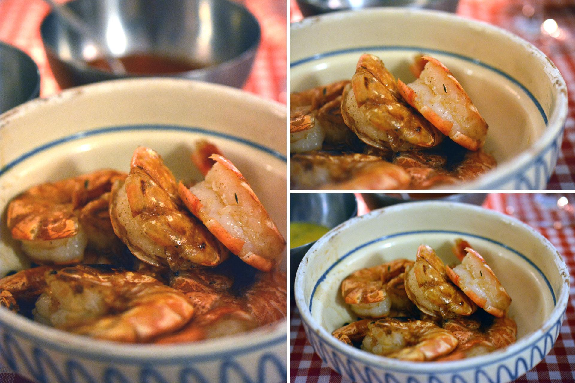 Immer wieder, Immer wieder: Garnelen in der Schale gebraten und serviert, mit Thymian und Heiligem Basilikum, Tomaten-Jalapenos-Salsa, Nussbutter-Mayonnaise, Mango-Joghurt Dip