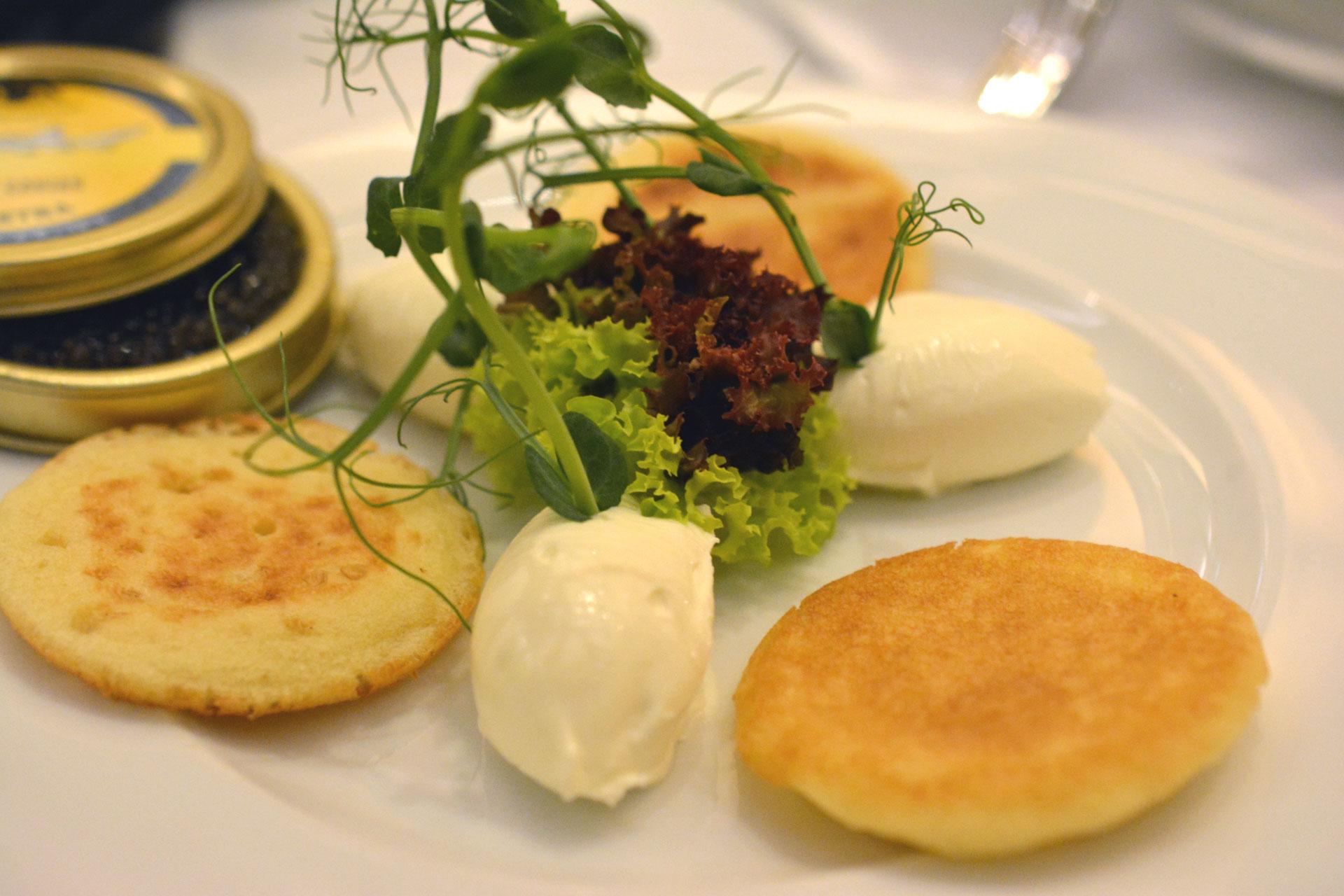 Steigenberger Herrenhof Kaviar mit  Blinis und Crème Double