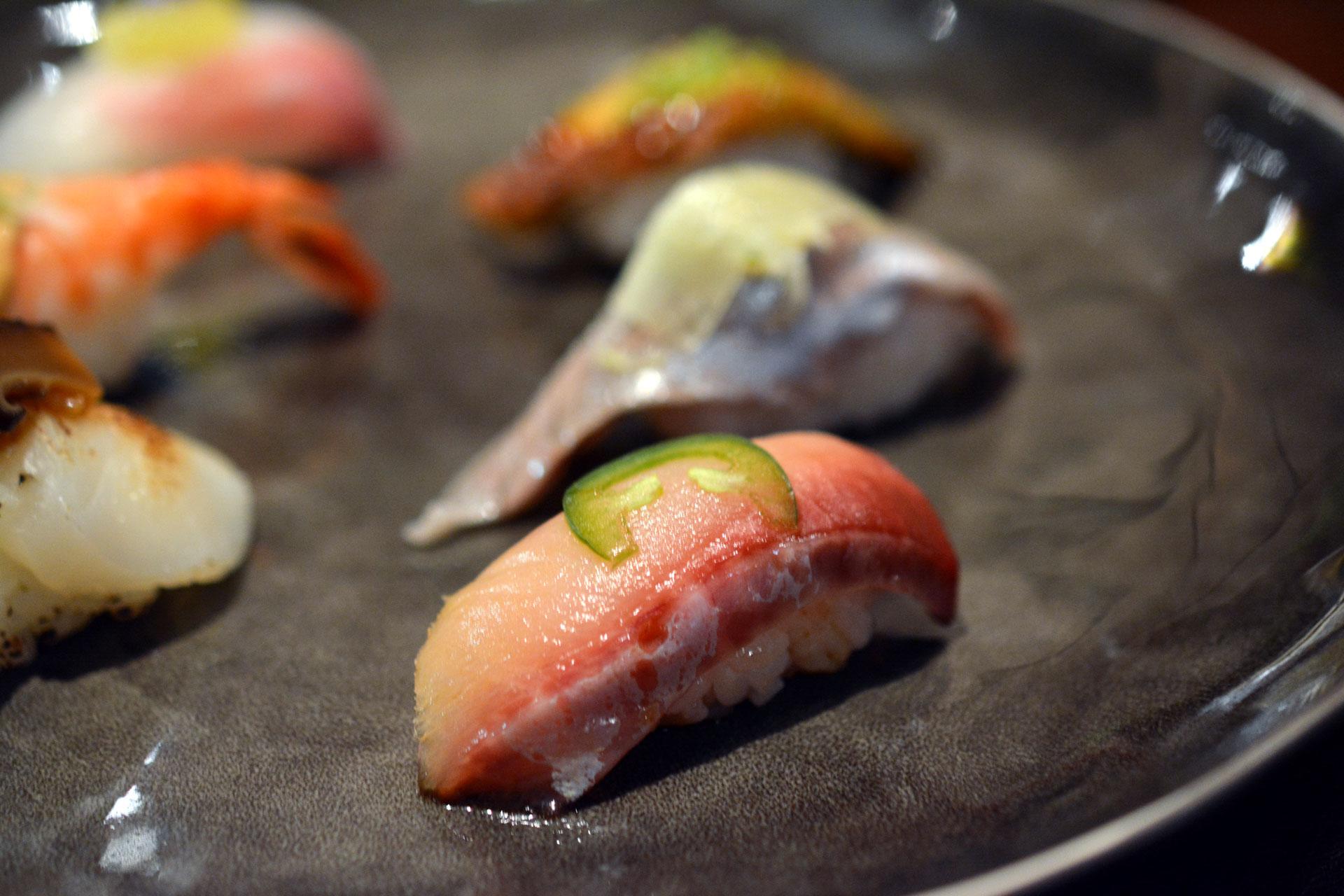 HAMACHI mit Kanzuri Sauce und Jalapeño