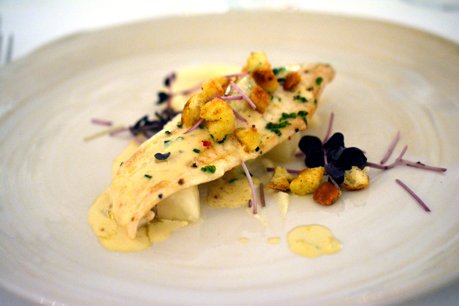 SEEZUNGE nach Grenobler Art mit Zitrone, Croutons, Sellerie